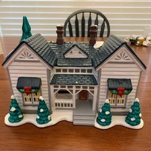 Department 56 Holiday - Grandma's Cottage